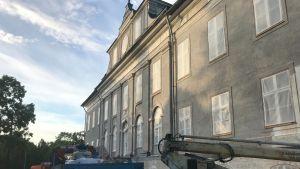 Vanhan Vaasan kirkko. Ikkunat muovien peitossa