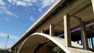 Emäkosken silta ja työmaakoppeja lännen puolelta kuvattuna