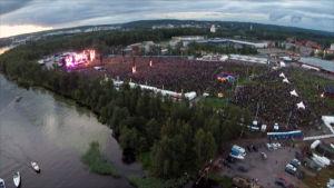 Ilmakuvaa AC/DC:n konsertista Hämeenlinnassa