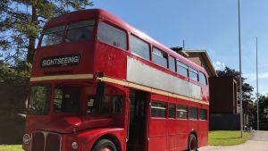 Punainen London bus tulee Lahden museoiden käyttöön.