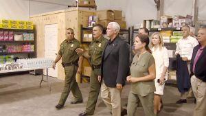 Mike Pence vierailee meksikon rajalla.