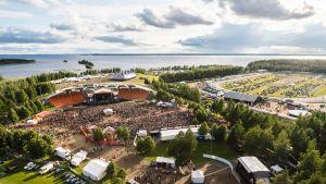 Ilosaarirockin festivaalualue heinäkuisena lauantaina kesällä 2019.