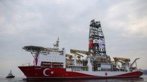 Turkkilainen porausalus Yavuz matkalla poraamaan Kyproksen edustalle kesäkuussa 2019.