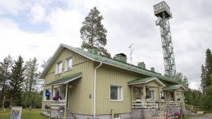 Rajavartioston entinen asematalo Suomussalmen Raatteessa.