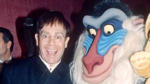 Elton John Leijonakuningas -elokuvan ensi-illassa Lontoossa vuonna 1994.
