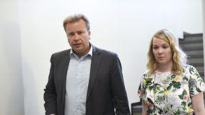 Antti Kaikkonen ja Katri Kulmuni.