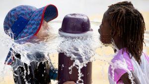 Lapset vilvoittelivat suihkulähteellä Washington DC:ssä 19. heinäkuuta.