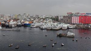 Sosiaalisessa mediassa kiertävät huhut ovat johtaneet joukkolynkkauksiin Dhakassa.