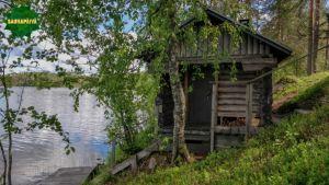 Sauna järven rannalla Kuhmossa.