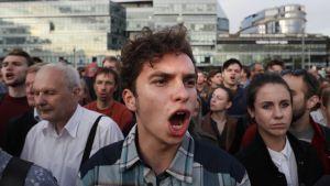 Mielenosoittajia kismitti se, että osa kandidaateista ei ole saanut lupaa rekisteröityä ehdokkaaksi paikallishallinnon vaaleihin.