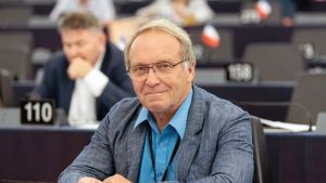 Teuvo Hakkarainen EU-parlamentissa Strasbourgissa.