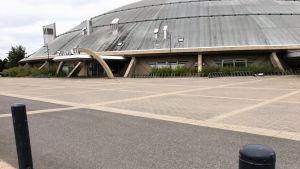 Ouluhallin uusi lisärakennus tulee hallin eteläpuolelle hallin nykyisen pääsisäänkäynnin oikealle puolelle. Uusi sisäänkäynti siirtyy Pohjantien puolelle.