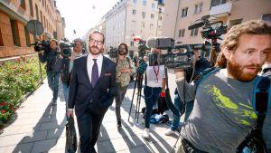 Slobodan Jovicic saapumassa oikeudenkäyntiin Tukholmassa.
