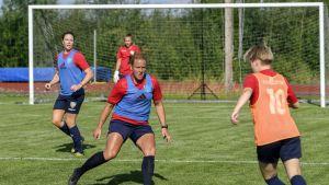 Anna Auvinen kuuluu Åland Unitedin luottopuolustajiin.