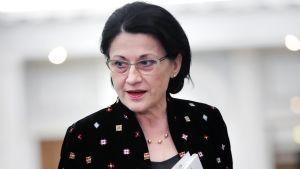 Romanian opetusministeri Ecaterina Andronescu sai potkut kommentoituaan Romaniaa kuohuttavaa teinitytön murhaa.