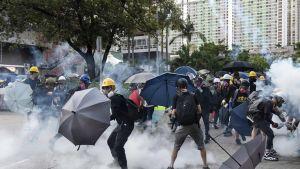 Mielenosoittajia Hongkongin kaduilla 5. elokuuta.