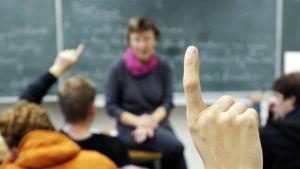 Opettaja oppitunnilla.