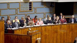 Hallituksen ministerit ministeriaitiosssa eduskunnan täysistunnossa Helsingissä.