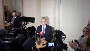 Pääministeri Antti Rinne puhuu politiikan toimittajien aamiaisella Helsingissä.