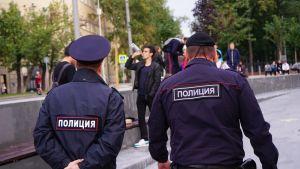 Moskovassa aktivistien puuttuminen nuorten juopotteluun julkisilla paikoilla on herättänyt keskustelua virkavallan roolista.