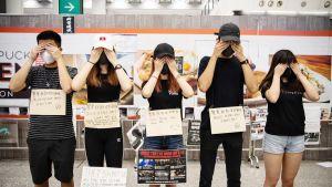 Mielenosoittajia Hongkongin kansainvälisellä lentokentällä 12. elokuuta.