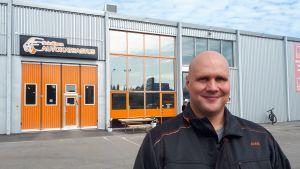 Seinäjoen autokatsastus Oy:n toinen omistaja Antti Mahlamäki sanoo, että katsastushinnoissa on nähty pohja Seinäjoella.