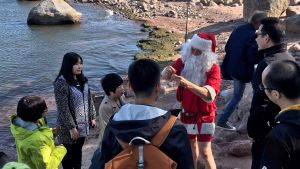 Kiinalaisten matkatoimistojen edustajia tutustumassa Ollinkareihin. Edustajille järjestettiin Santa Claus Summer games -tapahtuma.