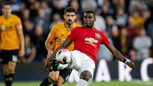 Wolvesin Ruben Neves ja Man Unitedin Paul Pogba kuvassa