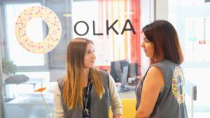 Annemari Hirsimäki ja Mari Viljanen-Peuraniemi vetävät Olka-hanketta Satasairaalassa.