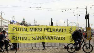 Amnesty International järjestämä mieleosoitus Venäjän presidentti Vladimir Putinia vastaan Helsingissä 21. elokuuta.