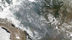 NASAn Suomi NPP -sääsatelliitilla otettua ja NOAA:n 22. elokuuta jakamaa kuvaa laajasta paloalueesta Brasiliassa, mm. Amazonin alueella.