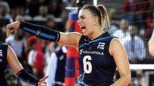 Suomen Michaela Madsen lentopallon naisten EM-kilpailuiden ottelussa Suomi - Turkki.