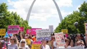 Mielensoittajat protestoivat tiukempia lakeja vatsaan 30. kesäkuuta Missourissa.