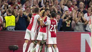 Ajax juhli 1–0-osumaa.