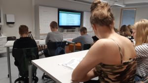 Peruskoulu sähköinen opetus  opetussuunnitelma koulu yläkoulu oppitunti opettaja opetus opettaminen koulu