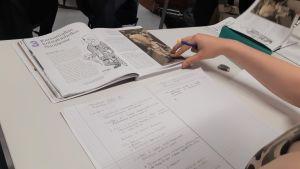 Koulukirjat historia yläkoulu seiskaluokka opetus koulutus peruskoulu oppilas pisa