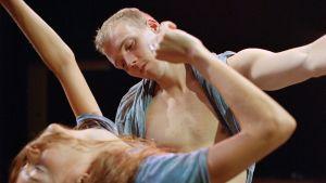 rowd on Gisèlle Viennen tanssiteos. Suomen ensi-ilta on 29.9. Helsingin juhlaviikoilla.