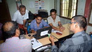 Kansalainen vai eikö kansalainen? Tätä nimilistoja koostavat viranomaiset ovat pyrkineet selvittämään Intiassa Assamin osavaltiossa.
