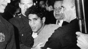 Sirhan Sirhanin elämä muuttui peruuttamattomasti 5. kesäkuuta 1968. Kuvassa Kennedyn ampunutta nuorukaista siirretään pois Ambassador-hotellista pian surmatyön jälkeen.
