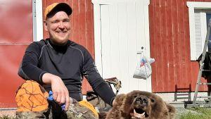 Kuusamolainen Jani Rinnemaa kaatoi ensimmäisen karhunsa 4. syyskuuta 2019. Karhu kellahti nurin Kuusamon Kiitämällä.