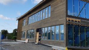 Mansikkalan rakenteilla oleva koulukeskus Imatralla 6. elokuuta 2019. Kuvassa varhaiskasvatuksen käyttöön tuleva osa.