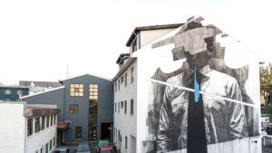 Iso INOn tekemä seinämaalaus Reykjavikissa talon seinässä.