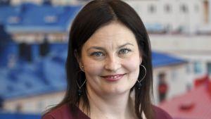 Uusi puoluesihteeri Kristiina Kokko kokoomuksen puoluevaltuuston syyskokouksessa.