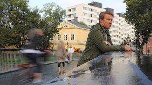 Joni Vainio Turussa Kirjastosillalla.