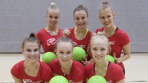 Rytmisen voimistelun joukkue Inka Ora (vasemmalta), Milja Närevaara, kapteeni Emma Rantala, Juulia Vainio, Laura Ahtonen ja Amanda Virkkunen / 10.0.2019