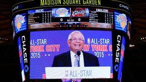 NBA:n entinen pomo David Stern kuvassa. Vuosi 2015