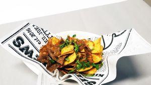 Ruoka-annos, jossa on friteerattuja perunankuoria