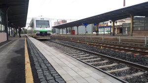 Juna laiturilla Riihimäen rautatieasemalla