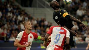 Interin Romelu Lukaku piti ajoittain Sparta Prahan puolustusta varpaillaan.