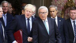Britannian pääministeri Boris Johnson ja EU-komission puheenjohtaja Jean-Claude Juncker.